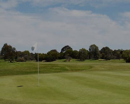 This 18 hole championship golf course is located just 35 minutes north of the Melbourne city centre, with incredible views of the local winery region.